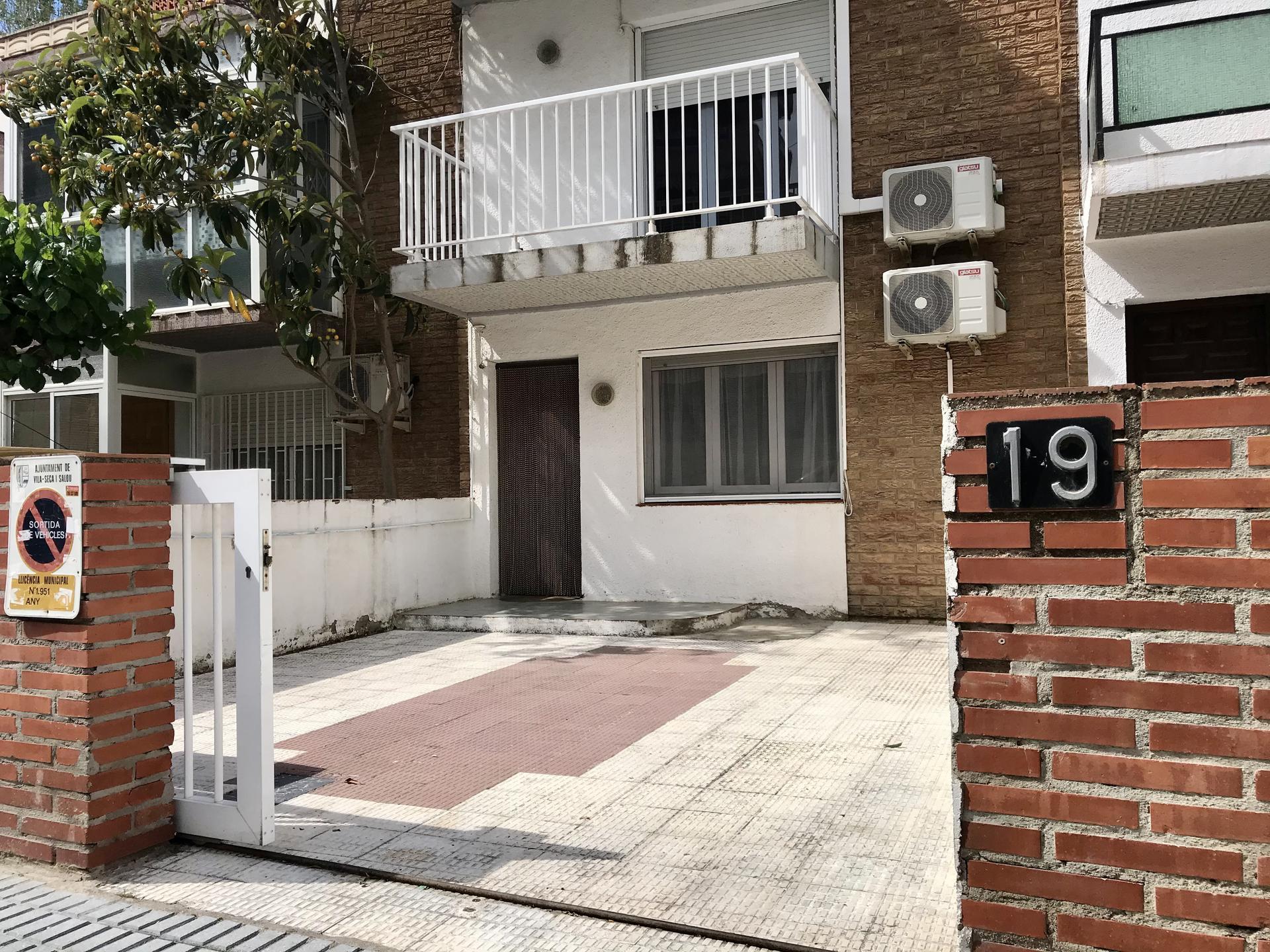 Casa -                                       La Pineda -                                       4 dormitorios -                                       7 ocupantes